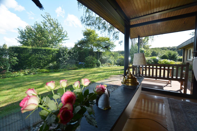 gro z giger bungalow auf traumhaftem ruhigen s d west grundst ck mit unverbaubarem blick. Black Bedroom Furniture Sets. Home Design Ideas