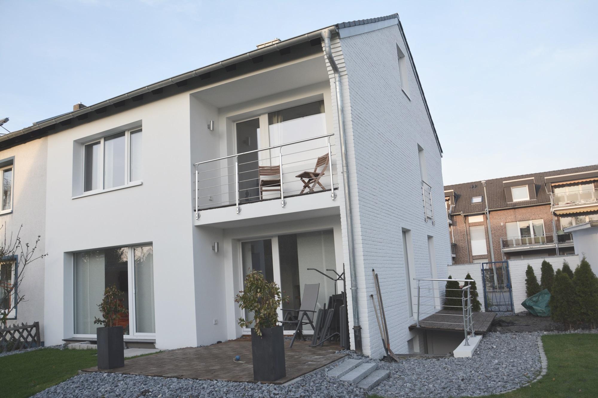 krefeld stadtwald top modernisierte doppelhaush lfte mit garten dorothea reymann immobilien. Black Bedroom Furniture Sets. Home Design Ideas