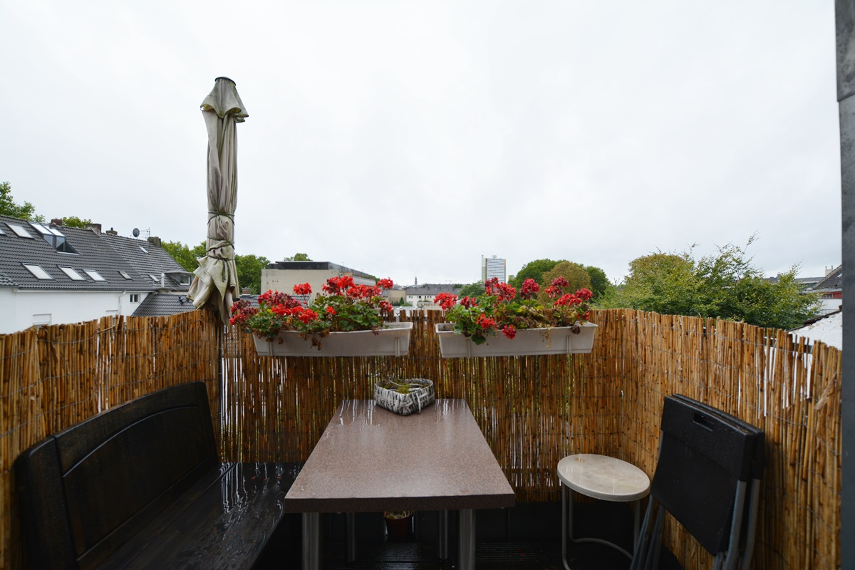 krefeld bismarckviertel altbau dachgeschoss balkon ein traum dorothea reymann. Black Bedroom Furniture Sets. Home Design Ideas